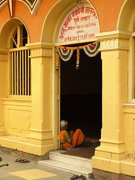 lady in temple, pune